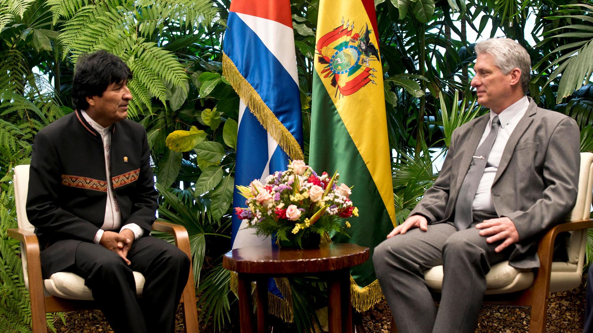 Intercambió presidente cubano con representantes del Movimiento al Socialismo en Bolivia