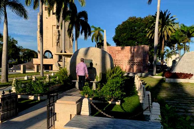 Presidente Díaz-Canel rinde homenaje a Fidel en Santiago de Cuba