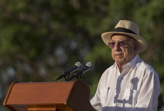 Felicita Presidente cubano a José Ramón Machado Ventura por su cumpleaños 90