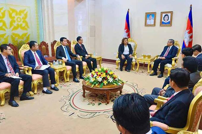 Cambodia y Cuba por ampliar cooperación