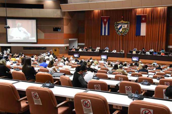 Parlamentarios de Cuba establecen consenso sobre proyectos de ley (+fotos)