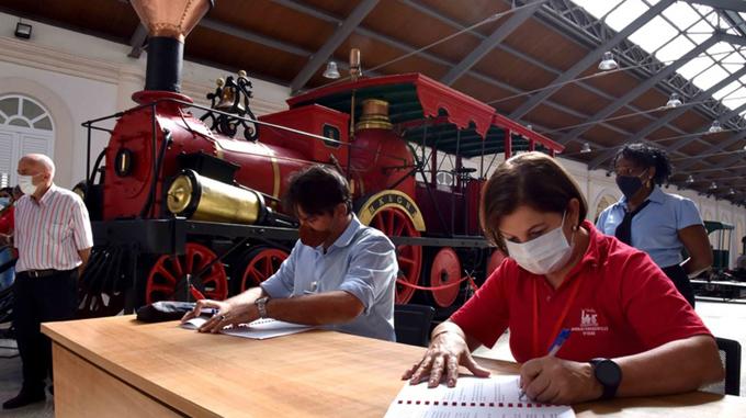 Firman convenio de cooperación para preservar memoria histórica de actividad ferroviaria