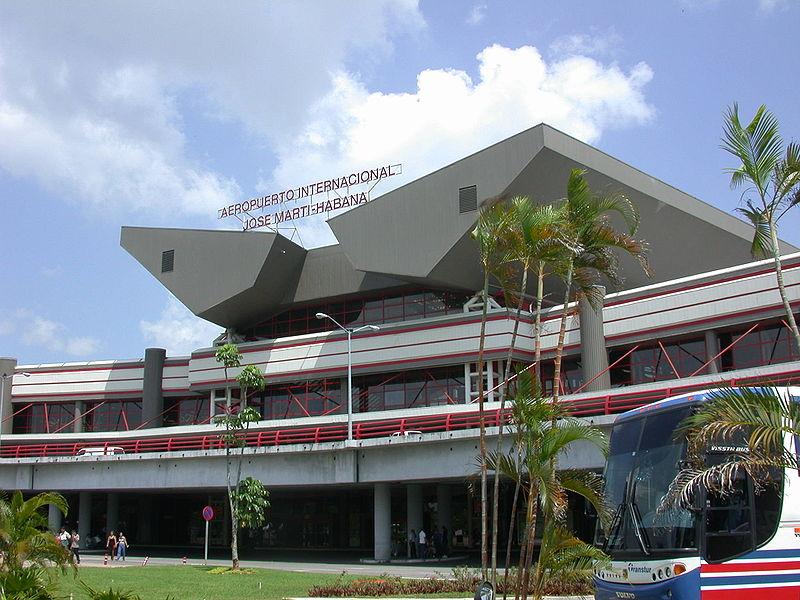 Primer ministro de Cuba anuncia operaciones en aeropuerto de capital