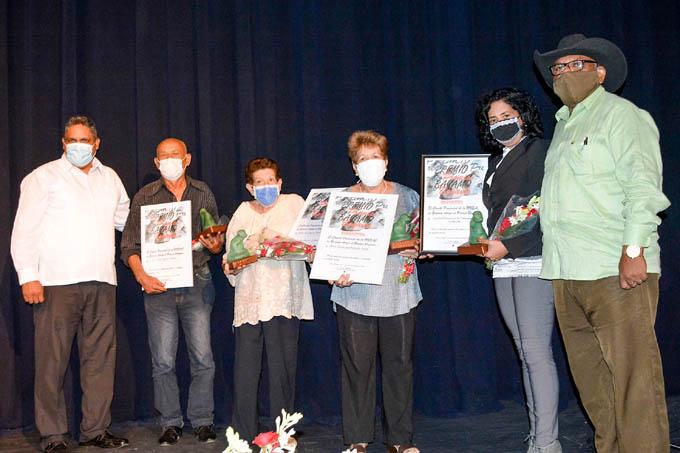 Entregan premios Bayamo