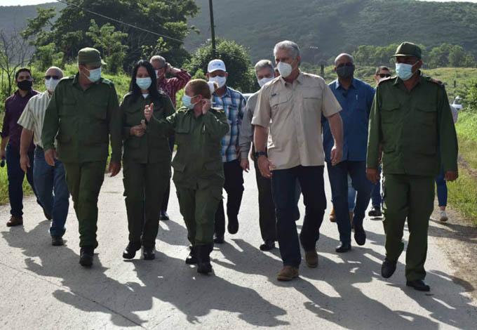 Recorre presidente de Cuba áreas afectadas por tormenta tropical (+fotos)
