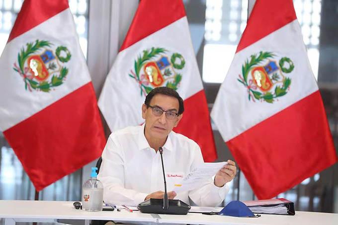 Congreso destituye a presidente de Perú y desata controversia