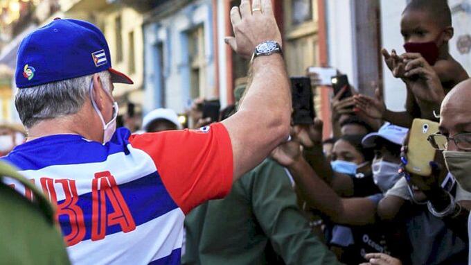 Participa Díaz-Canel en acto de apoyo de la sociedad civil cubana a la Revolución