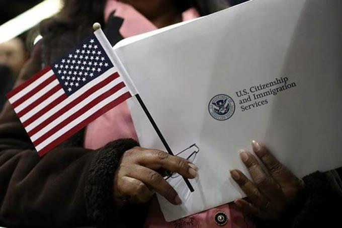 Gobierno de Trump busca eliminar ciudadanía por nacimiento