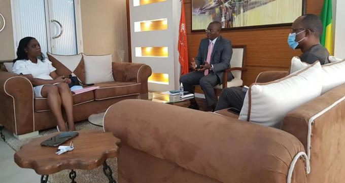 Intercambia embajadora de Cuba en Benin con presidente de la Cámara de Comercio e Industria