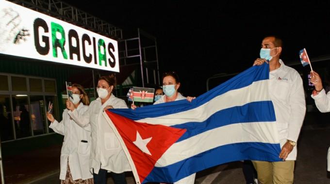 Llega a Cuba brigada Henry Reeve proveniente de Kenya