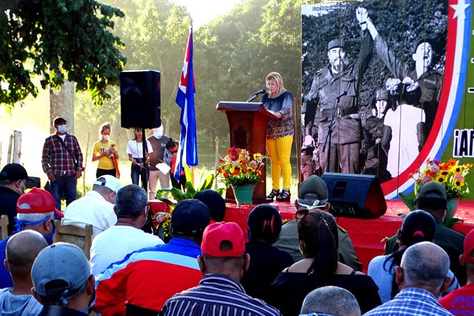 Evocan reencuentro de Fidel y Raúl