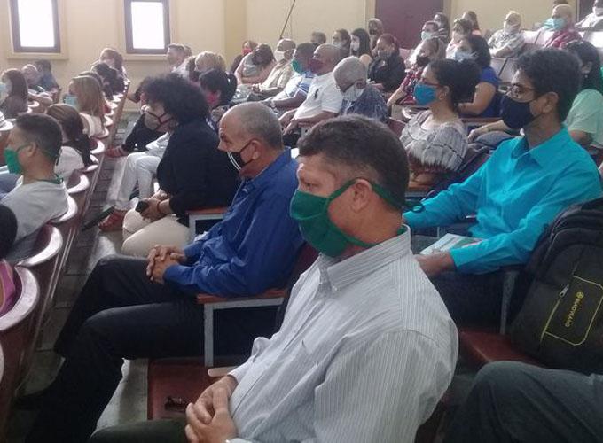 Intercambio partidista con juristas y líderes religiosos