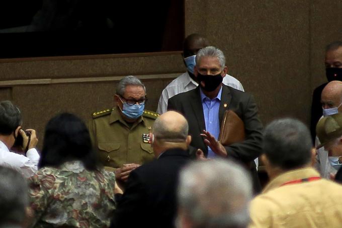 Raúl y Díaz-Canel asisten a jornada inaugural de VI periodo de sesiones del parlamento cubano
