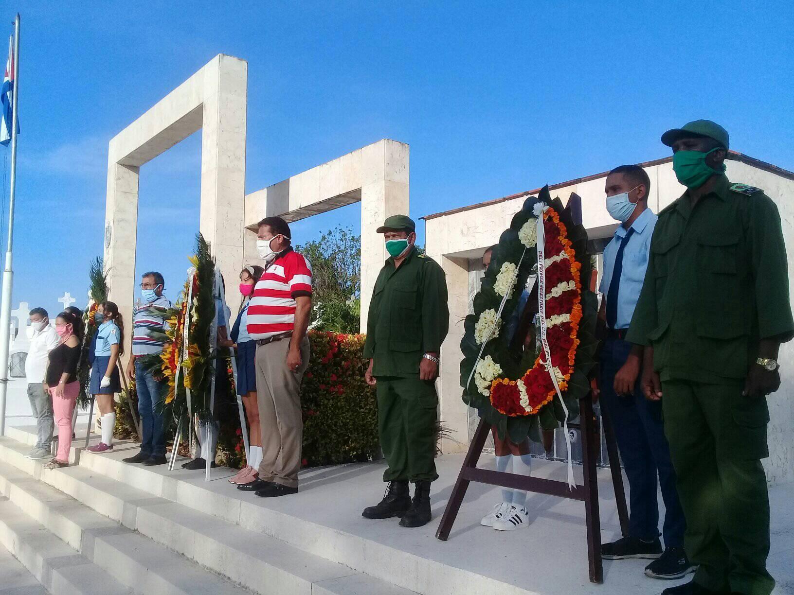 Manzanilleros rinden honores a Maceo