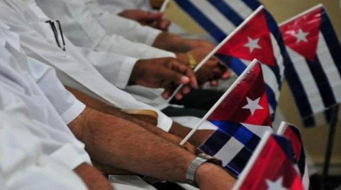 Presidente cubano da la bienvenida a médicos que enfrentaron la COVID-19 en Kuwait