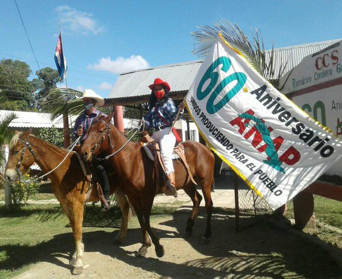 Prosigue recorrido la Bandera Aniversario 60 de la ANAP (+fotos)
