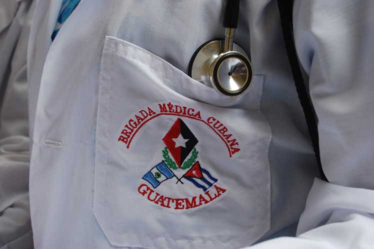 Piden a OPS permanencia de médicos de Cuba en Guatemala