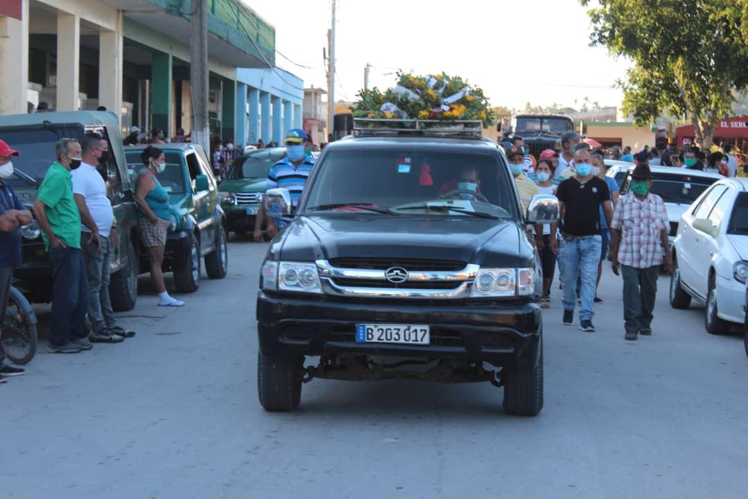 El pueblo de Guisa da el último adiós a jóvenes profesores