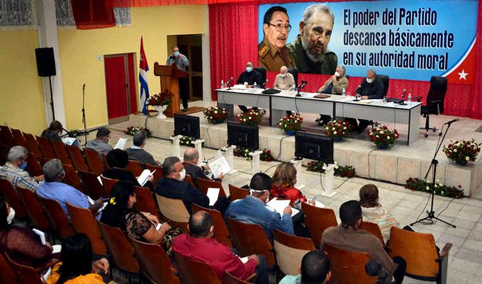 #ÚltimoMinuto: Intercambia Díaz-Canel con dirigentes de Granma