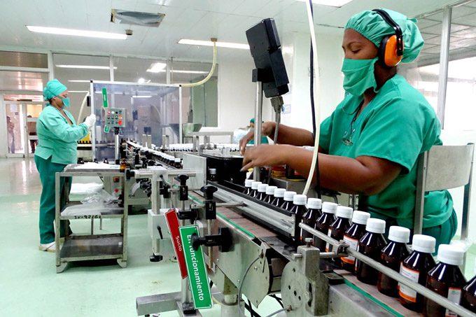 Recibe Laboratorio de Medicamentos líquidos condición Destacada en el Día de la ciencia cubana (+fotos, audio, videos e infografía)