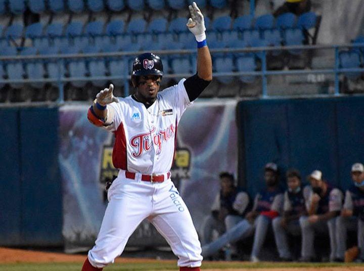 Roel Santos se despide de Aragua y del béisbol venezolano