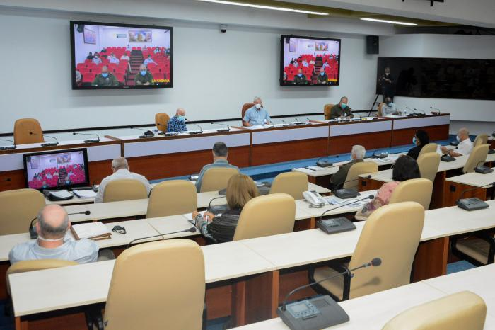 Presidente de Cuba convoca a trabajar para vencer desafíos actuales