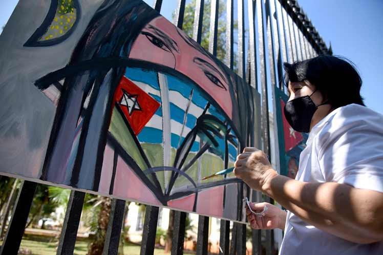 Reconoce presidente cubano obras homenaje de artistas e intelectuales (+Fotos)