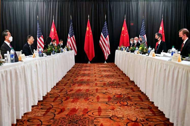 China valora de constructivo y beneficioso su diálogo con EE.UU.