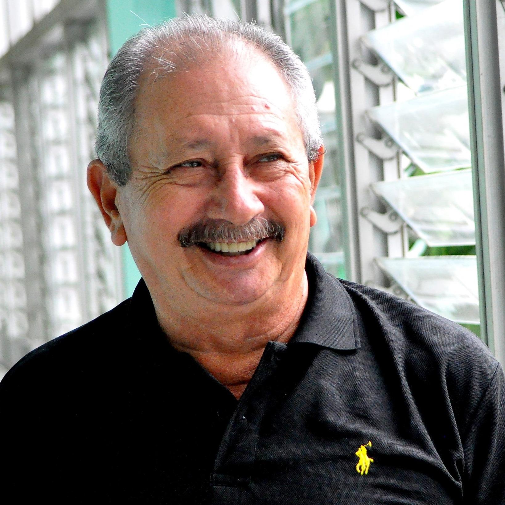 Distinguen en Granma con el Premio por la obra de la vida al periodista Orlando Fombellida Claro