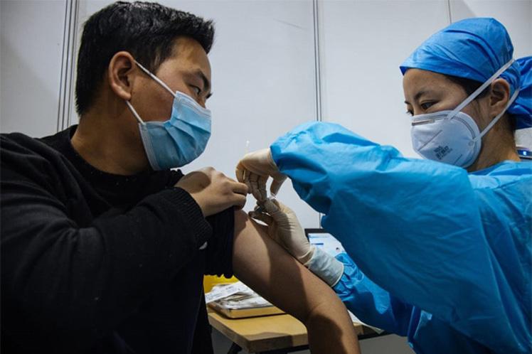 China con 106, 61 millones de vacunados contra Covid-19