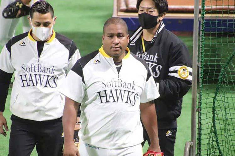 Cubano Despaigne suma hits en pretemporada de Japón