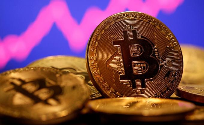 Volatilidad del bitcoin asemeja una montaña rusa