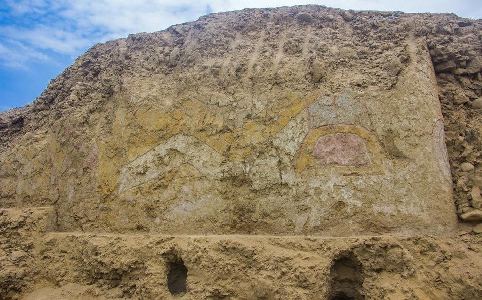 Descubren mural prehispánico en terreno agrícola de Perú