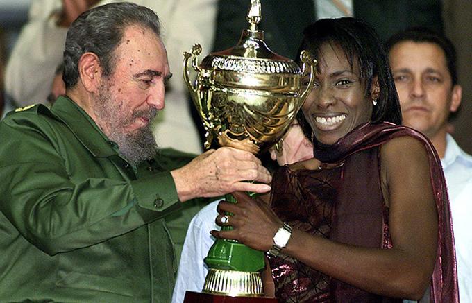 La mujer cubana: pletórica de hazañas en la esfera del músculo