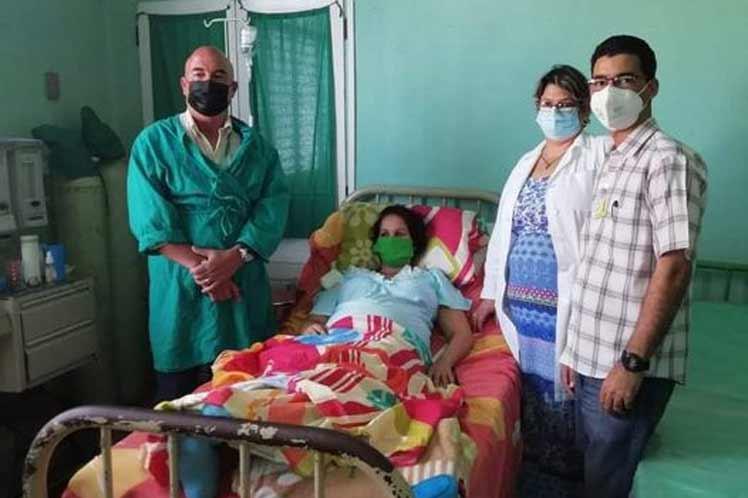Fuera de peligro cubana que dio a luz con Covid-19