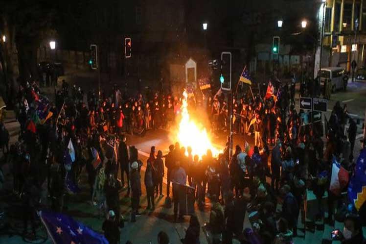 Por segunda noche protestan contra el gobierno en Chile