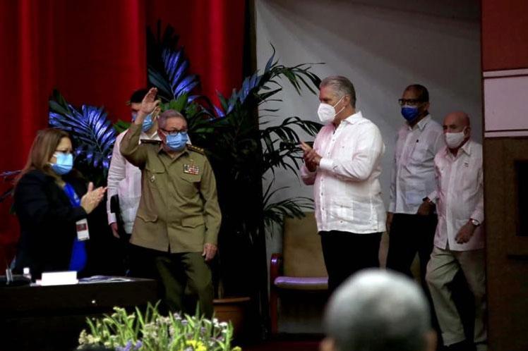 Raúl Castro ratifica confianza en nuevos dirigentes de Cuba