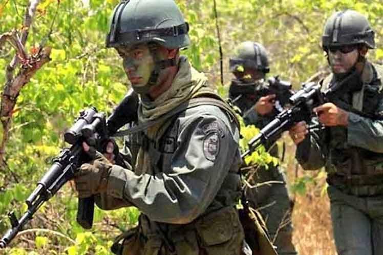 Armada venezolana refuerza tropas en región fronteriza con Colombia