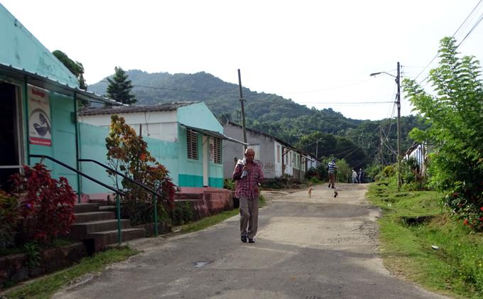 Continúa aumento de telefonía en áreas montañosas de Granma