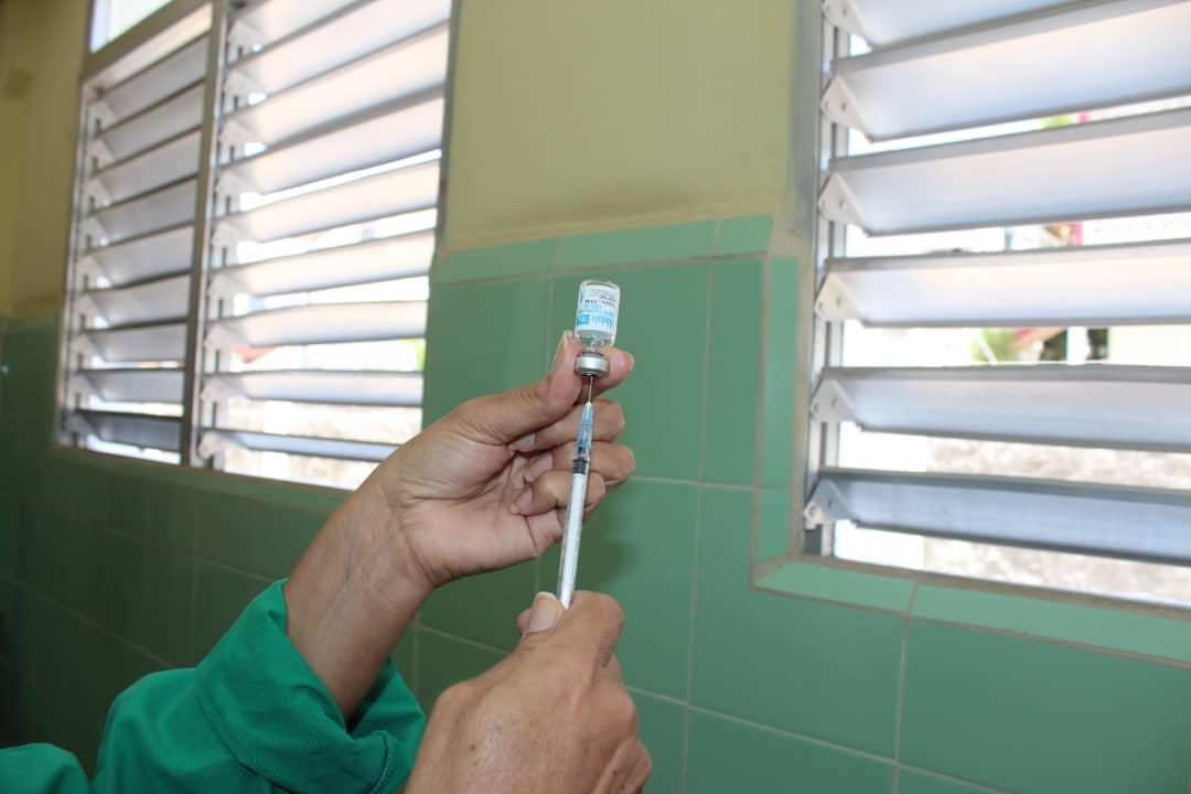 Trabajadores de la Salud reciben candidato vacunal Abdala