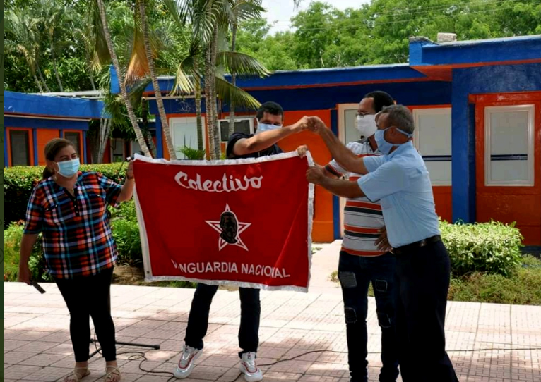 Recibe Empresa eléctrica de Granma bandera Colectivo Vanguardia Nacional (+fotos)
