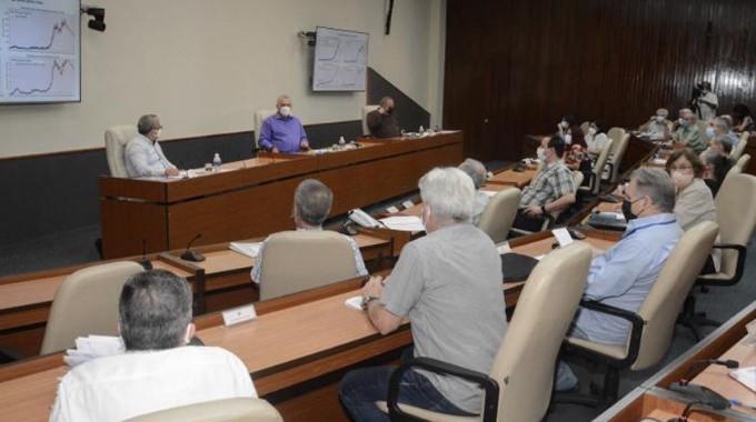 Anuncia Presidente cubano modelos de pronósticos de COVID-19 aún desfavorables