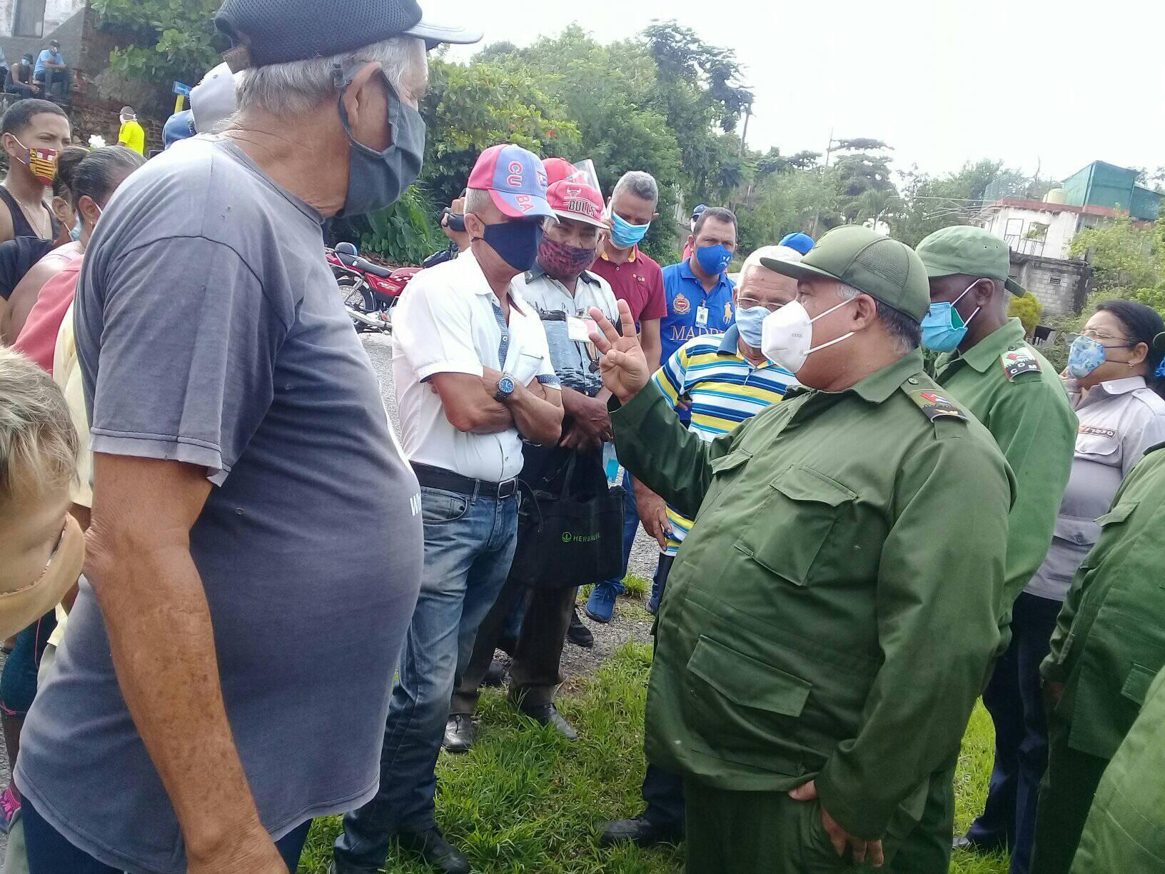 Consejo de Defensa recorre barrios afectados por intensas lluvias en Manzanillo (+fotos)