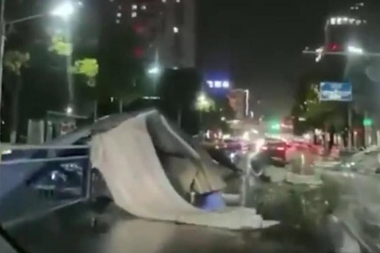 Vendaval deja 11 muertos y miles de damnificados en China