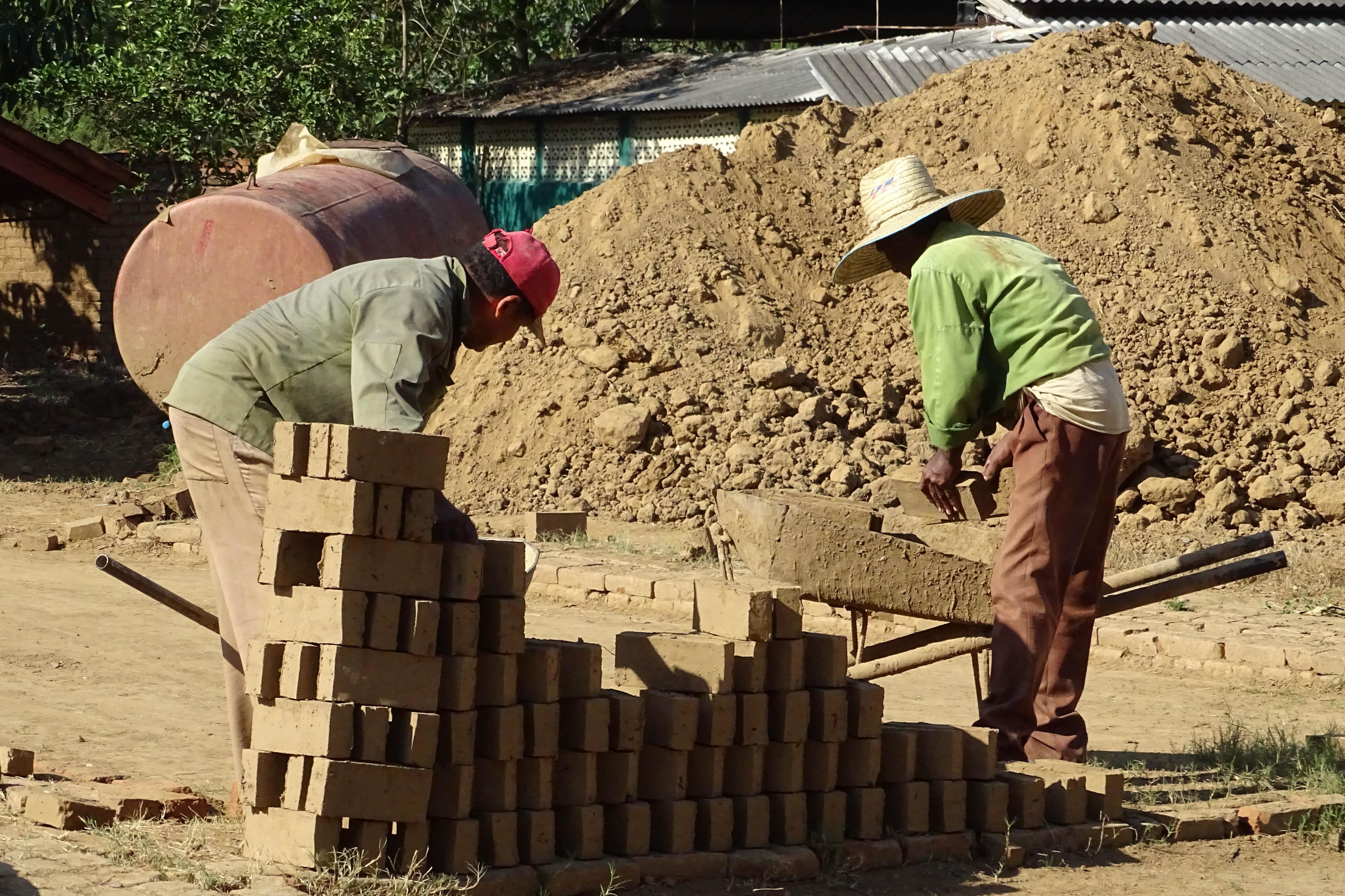 Potencian  producciones la UEB Desmonte y Construcción Granma