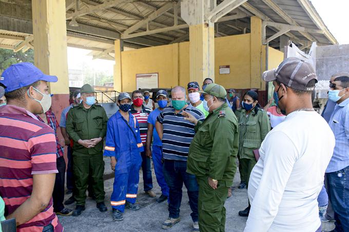Recorren autoridades de Granma comunidad de Charco Redondo, en Jiguaní