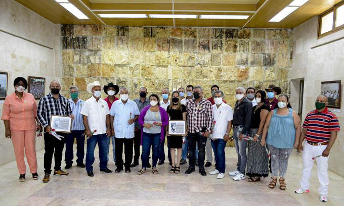 Reconocen a cooperativistas y dirigentes destacados de la ANAP