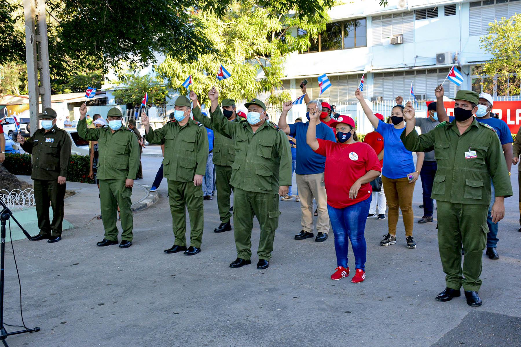 Desfilan simbólicamente en Granma por el Primero de Mayo (+ fotos)