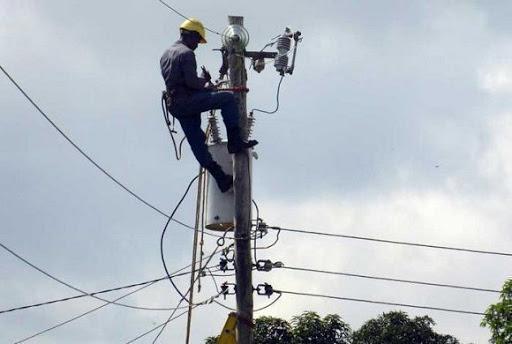 Eléctrica estabilizará hoy servicio en Manzanillo afectado por intensas lluvias (+fotos)