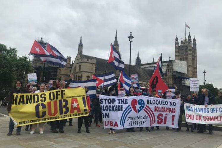 Presidente de Cuba destaca solidaridad contra bloqueo pese agresiones
